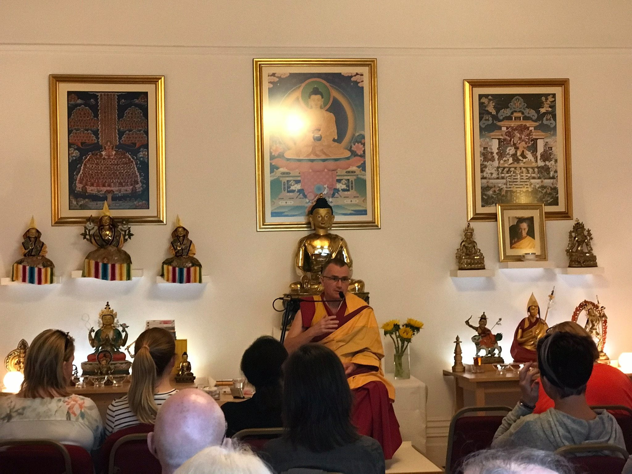 Gen Jigme teaching a day course